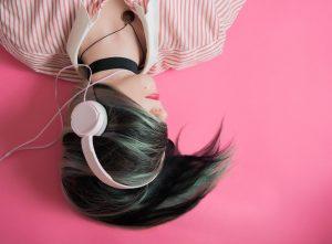 Listen to music in class